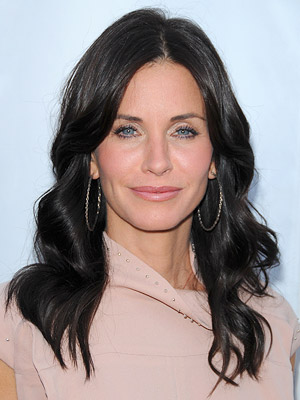 courtney cox colors her own hair!