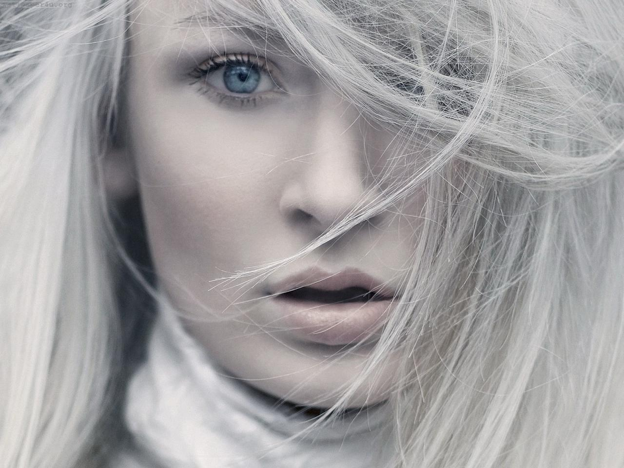 blue-eyes-white-hair-model-960x1280