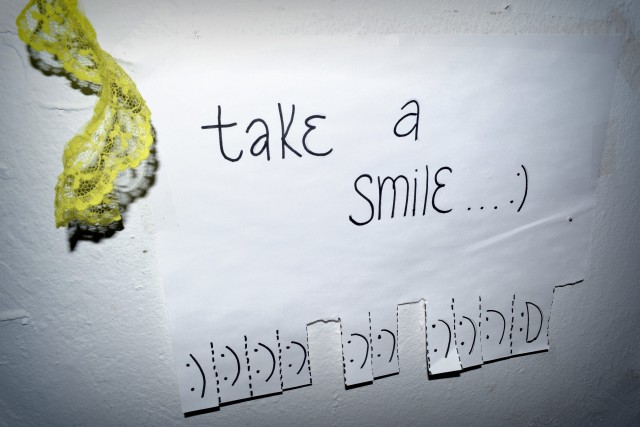 take a smile 640x427 Budget Decor: Allies DIY Wonderland