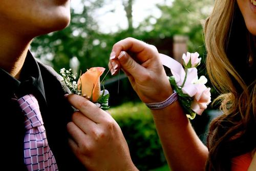 corsage1 How To Save On Your High School Prom