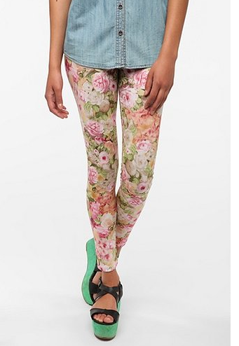 Screen Shot 2012 07 18 at 11.17.50 AM Steal Her Look: Miranda Kerrs Floral Pants