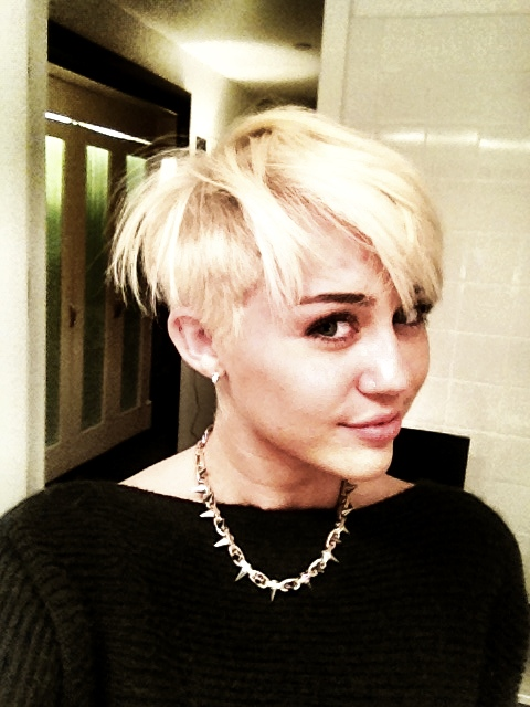 Whoa    Miley Cyrus Chopped Off All Her Hair
