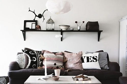 Cheap & Easy Ways To Decorate Your Living Room This SummerBroke and Chic