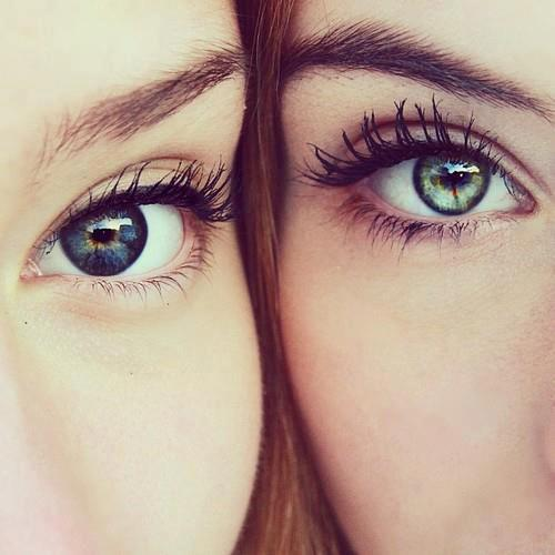 4 Tricks That Will Make Your Eyes Pop // www.brokeandchic.com