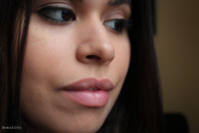 lip-liner-on-lips