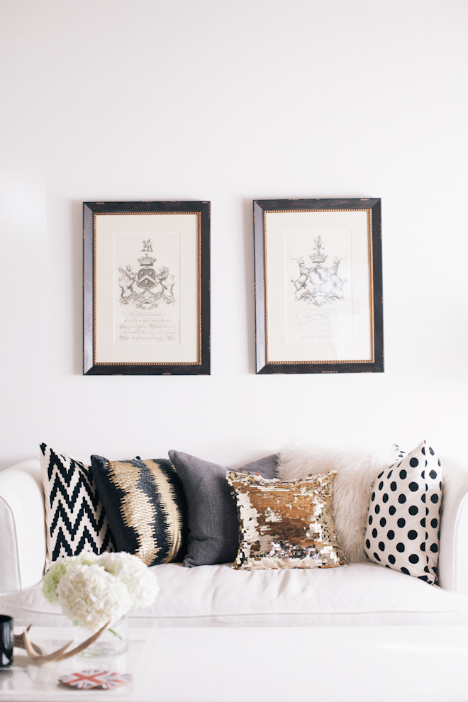 Living room inspiration for all you design junkies broke and chicbroke and chic Black white gold living room