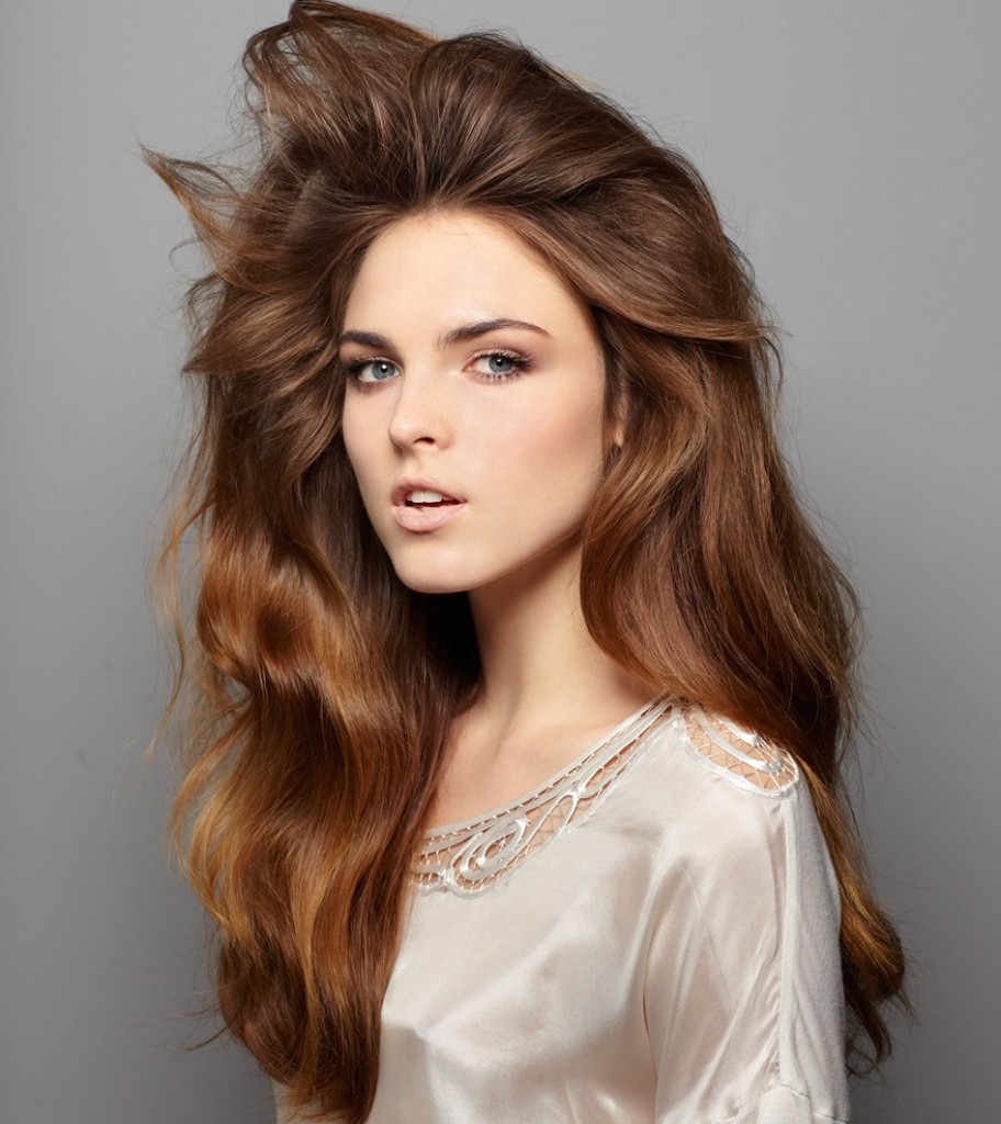 volume hair 912x1024 3 Unexpected Ways to Use Dry Shampoo