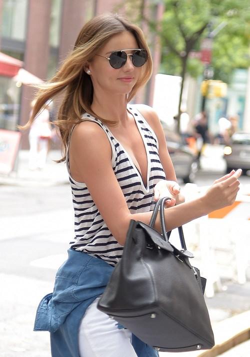 miranda kerr1 Get Miranda Kerrs Casual Summer Look for Less