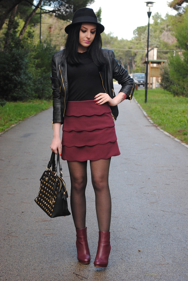 Jessica, the blogger behind The Fashion Heels wearing burgundy boots