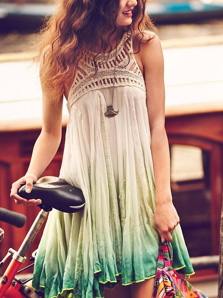 tie-dye crochet dress // www.brokeandchic.com