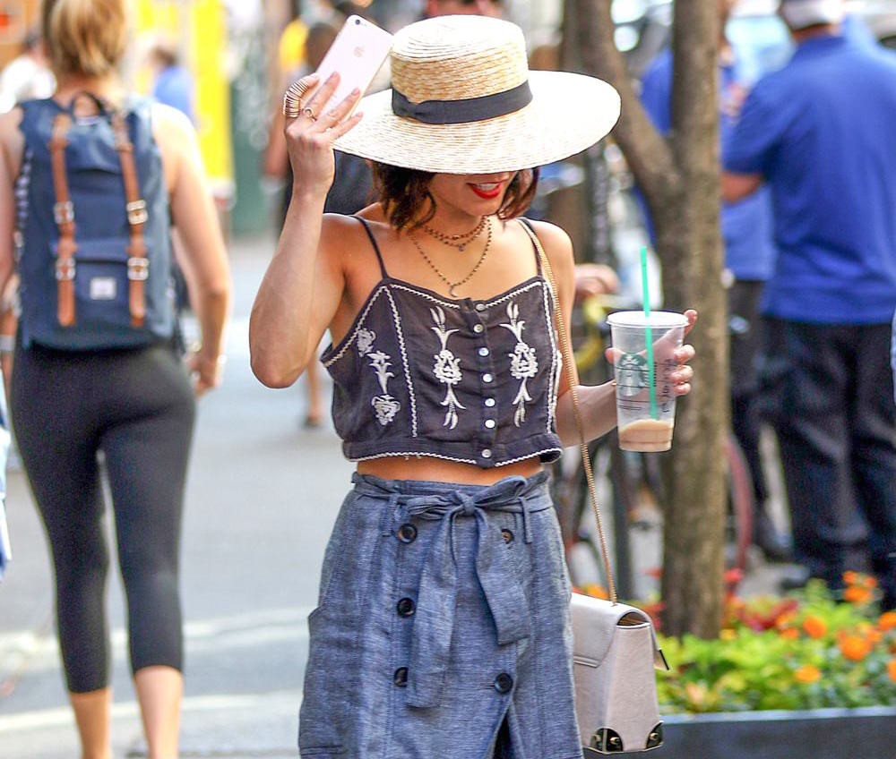 2322cb87db1f75 The Queen of Boho Chic Takes over NYC — Here s How to Get Vanessa s Looks  for Less