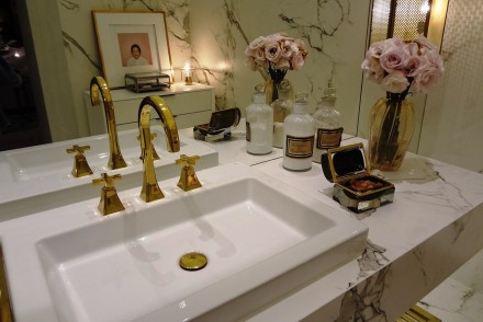 9 Steps to Creating a Stylish Bathroom on a Budget // www.brokeandchic.com