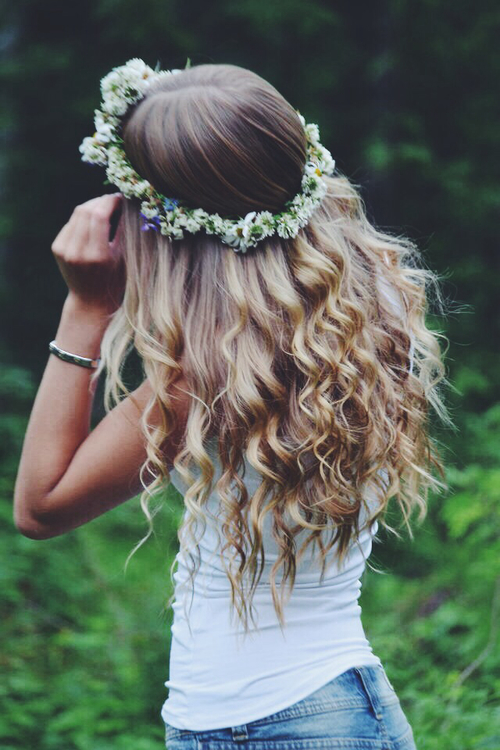 Flower Crown + Perfect Curls // www.brokeandchic.com