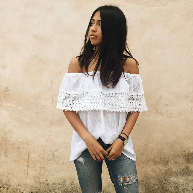Simple off-the-shoulder look