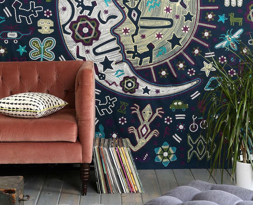 4 Creative Ways to Turn Everyday Items into Wall Decor // www.brokeandchic.com