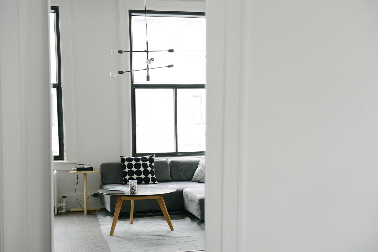 Give Your Home a Winter Makeover Without Going Broke -- Here's How! // www.brokeandchic.com