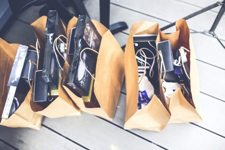 Here is Why You Should Be Using a Rewards Credit Card for Your Christmas Shopping // www.brokeandchic.com