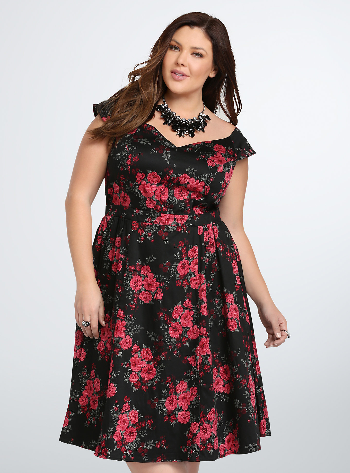 5 Essential Tips for Plus-Size Evening Gown Shopping // www.brokeandchic.com