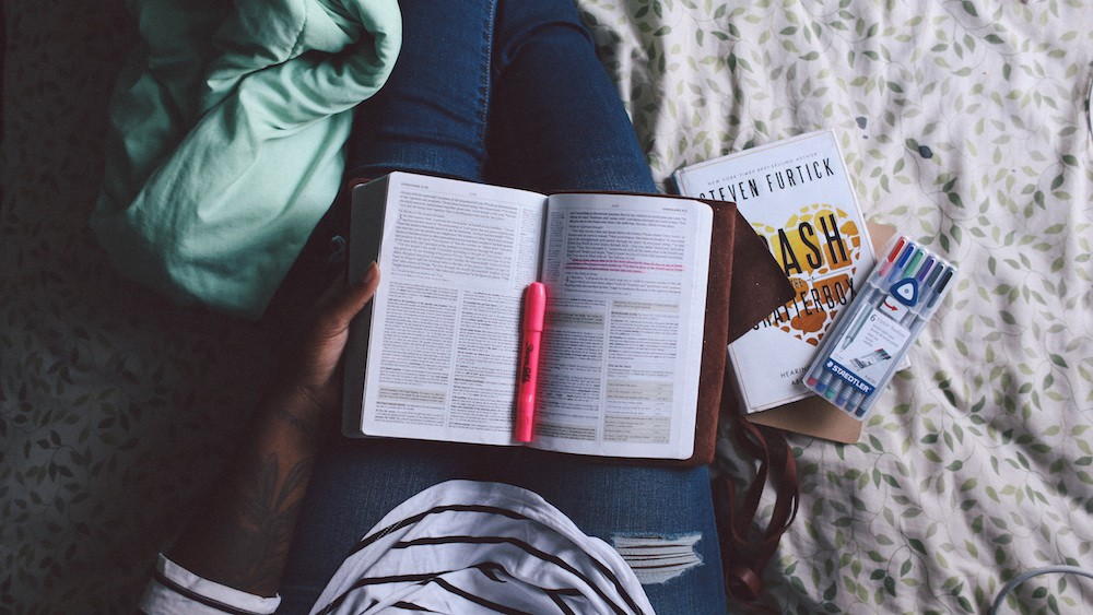 7 Ways to Study Smarter This Semester // www.brokeandchic.com