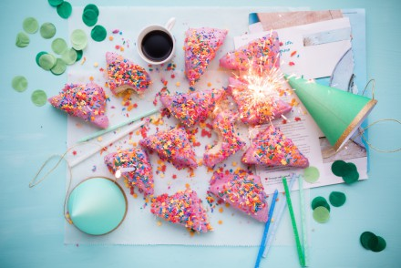 Party Planner Secrets – 5 Tips to Take the Stress Out of Being a Host // brokeandchic.com