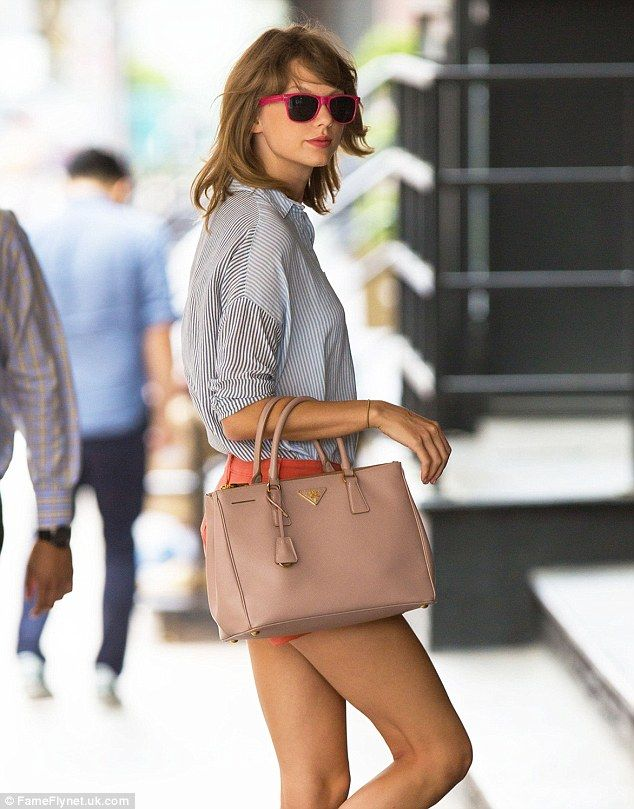 Taylor Swift with her Prada Saffiano Lux Tote Bag