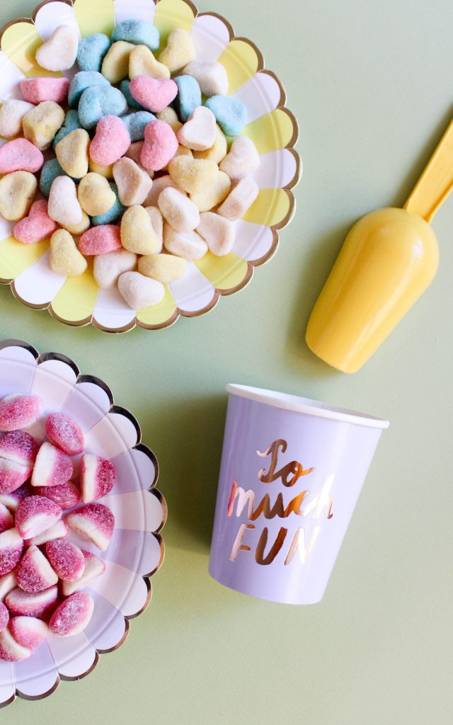 Throw the Best Party for Your Kids with These Goodie Bag Tips // brokeandchic.com