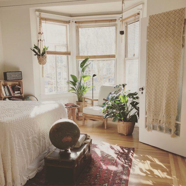 Dream apartment decor // www.brokeandchic.com