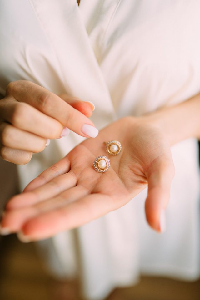 How to Wear Your Jewelry like a Classy, Stylish Woman // www.brokeandchic.com