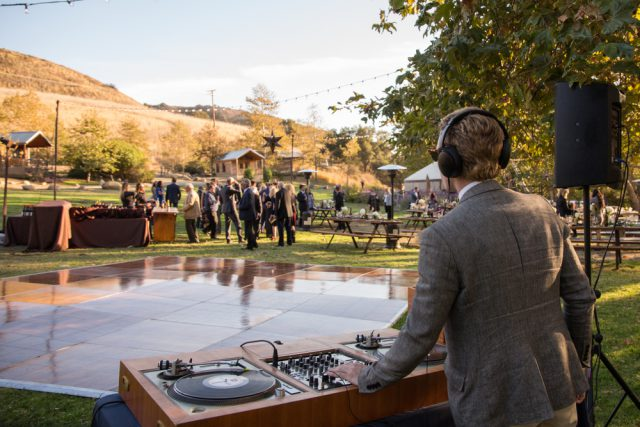 Things to Keep in Mind When Looking for the Right DJ for Your Wedding