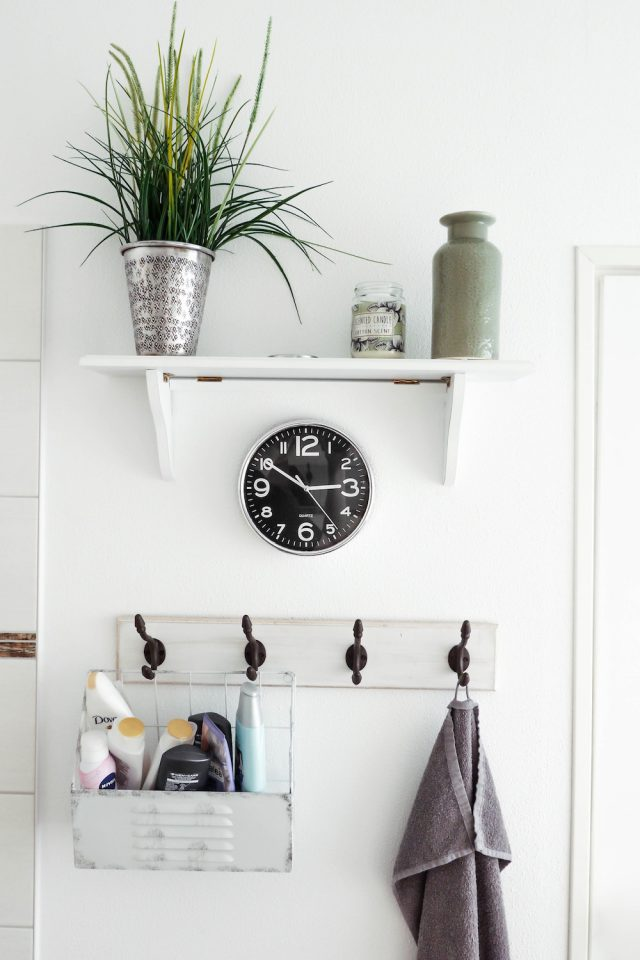 Small Ways to Make Your Bathroom Feel More Luxurious // www.brokeandchic.com