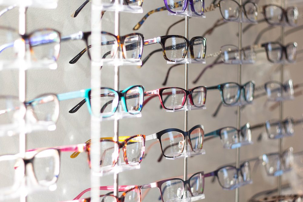 how to look good in glasses
