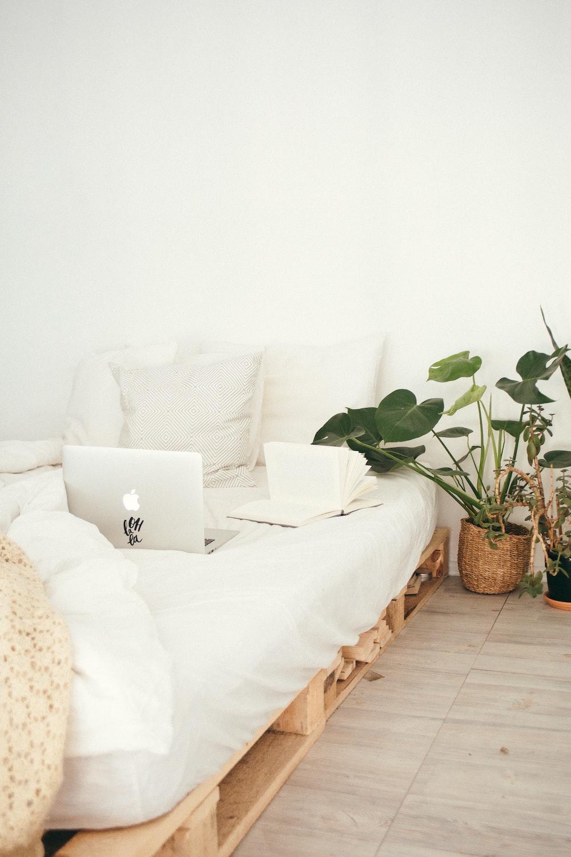 Ways to promote a healthy sleep routine