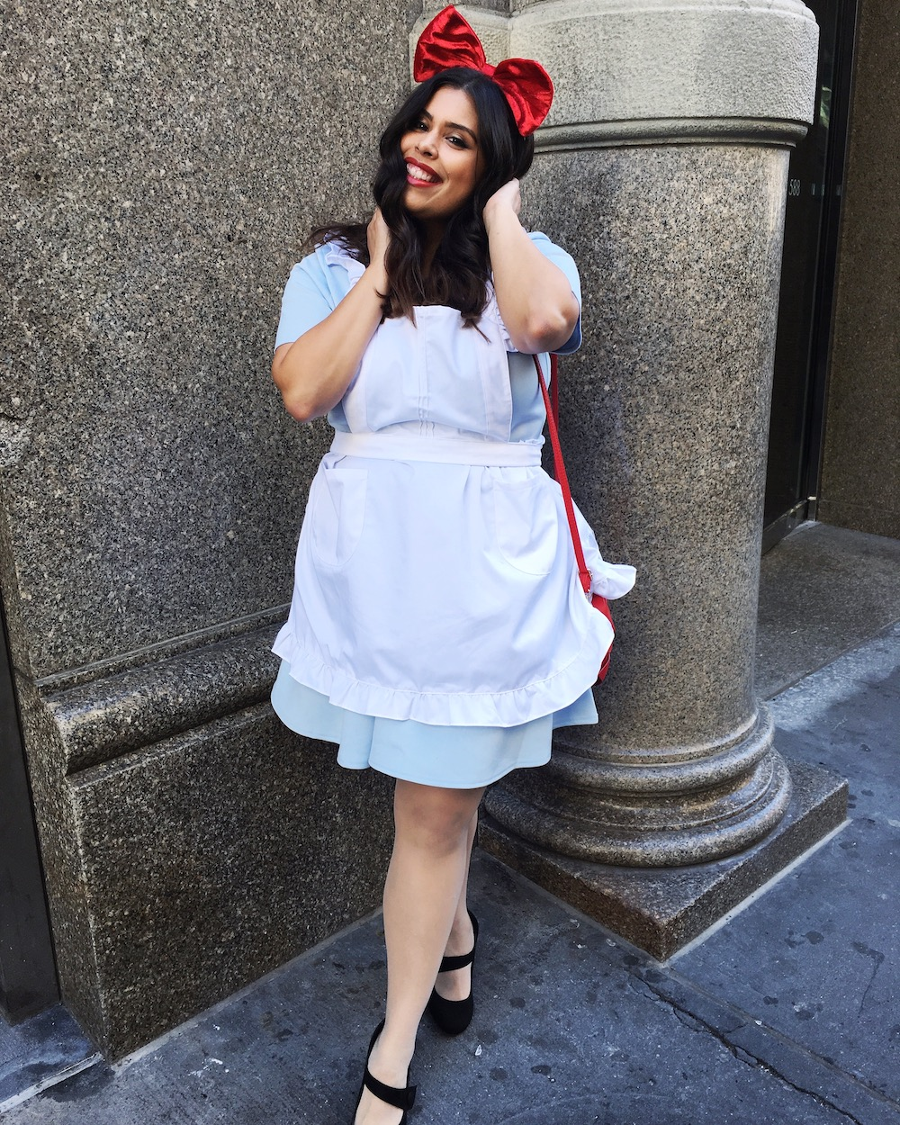 Easy DIY no sew Alice in Wonderland Halloween Costume for Cosplay