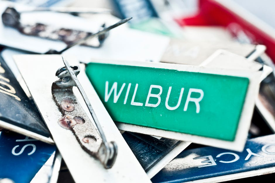 5 Important Reasons to Use Custom Name Badges in the Workplace