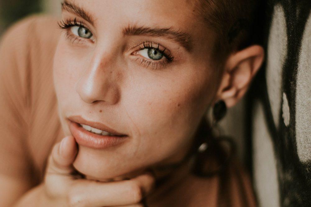 woman with bushy eyebrows
