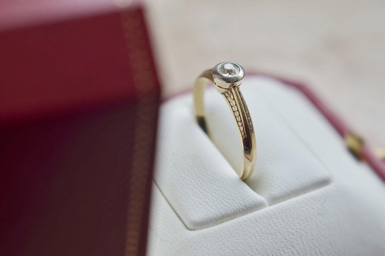 Bezel diamond