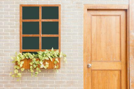 view of front door