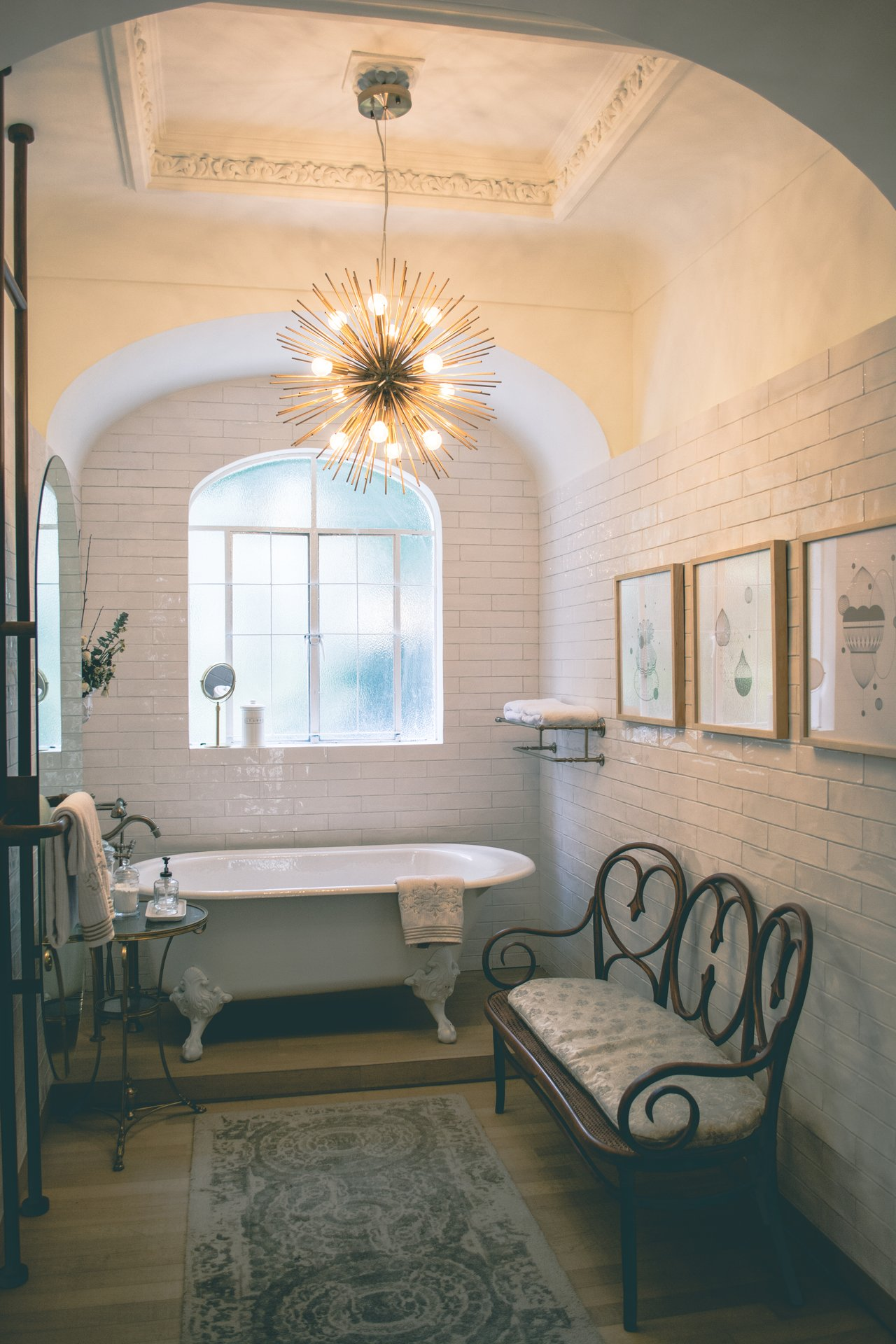 clawfoot tub bathroom