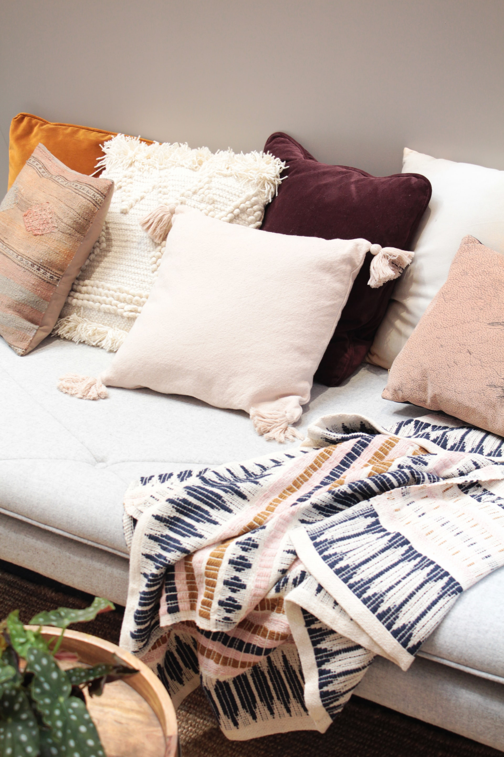 throw blanket decor idea