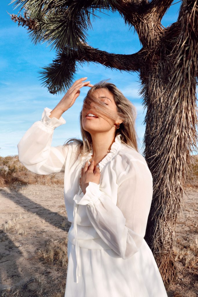 Amanda Raye Scozzafava curve model boho desert photoshoot. Photo by Christian Siguenza.
